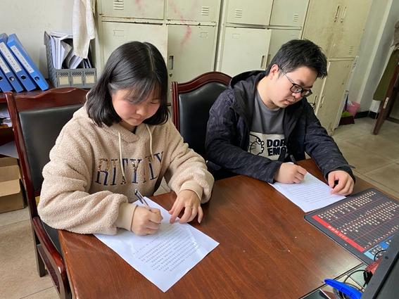"""龙门峡南矿组织签订498份""""妻管严""""合同"""