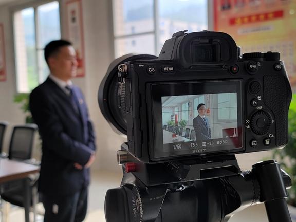 龙门峡南矿拍摄党课视频教育党员干部